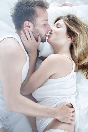 Sexy girls and boys kissing pics